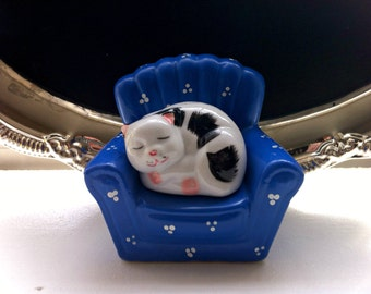 Couch Kitty Salt and Pepper Shakers