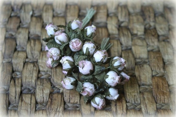 "Pack of 24 Light Pink Fabric Shabby Chic Roses with ""Splatter"" of gold paint, Very Shabby Chic, 15mm across PF-017"