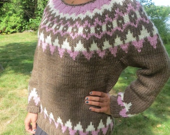 Women's Icelandic sweater in brown with pink and white accents