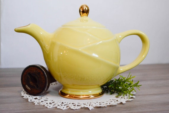Vtg 1930's HALL China #0219 Modern Canary Yellow 22K Gold Decorated 6 Cup TEAPOT