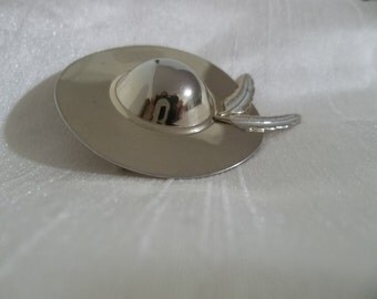 Gold Hat Brooch w/ feathers - Vintage