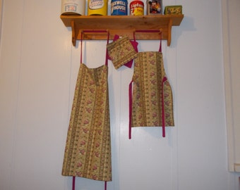Apron Sets.  Mommy and me aprons with 2 matching hot pad holders