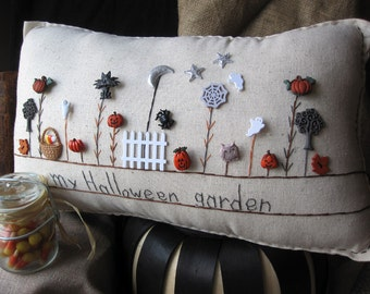 My Halloween Garden Pillow (Cottage Style)