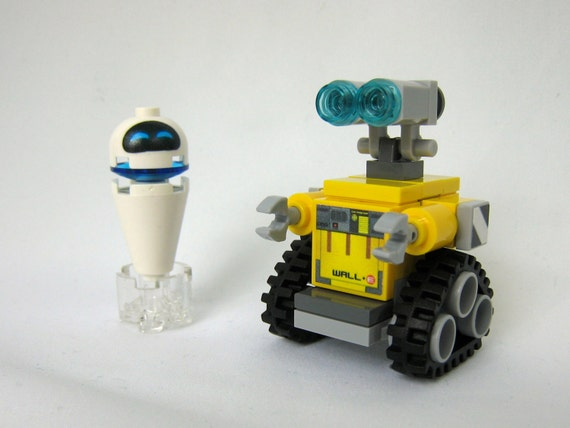Wall E Robot Levitating Eve Made From Lego Pieces