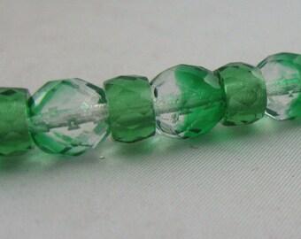 Original Gablonz GLAS-Perlen (hergestellt 1950 - 1960). Neu aufgezogen zu einer eleganten Kette