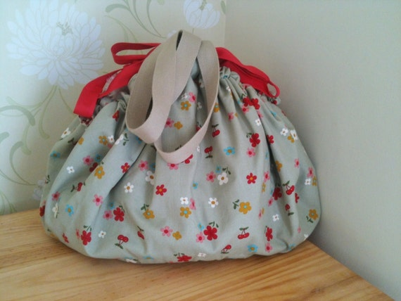 Drawstring Playmat Toy-Tidy and Toy Bag Floral Hearts Red