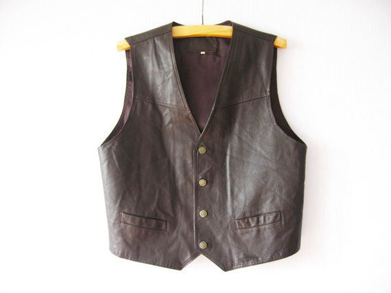 Men's Gilets & Waistcoats Here at Hidepark, we have a massive range of men's gilets and waistcoats to suit all occasions and activities. Whether you're fishing, shooting, or just need some extra warmth whilst out on a country walk, there's plenty to choose from.