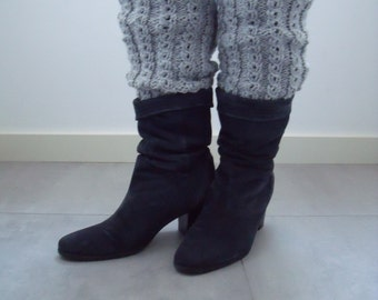 solid gray leg warmers in koffieboontjes pattern, length 35 cm