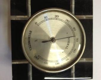 Retro square plastic hygrometer