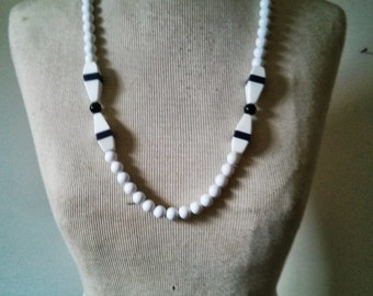 Vintage Collection - Mod Black and White Plastic Beads Necklace