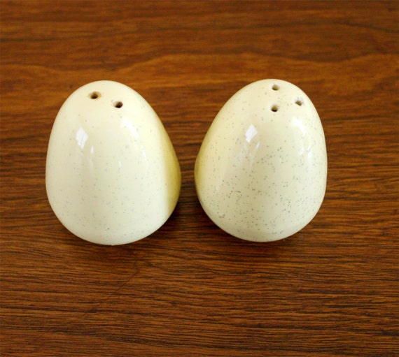Bauer egg shape speckleware salt and pepper by paperparasolvintage - Egg shaped salt and pepper shakers ...