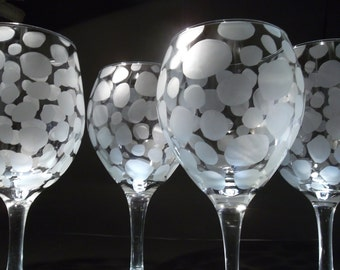 Etched wine glasses. Red wine and white wine set of 4. Wedding gift, custom wine glasses.