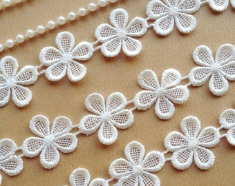 White Venise Lace Lovely Flowers Lace Trim For Bridal, Jewelry, Scrapbooks, Home Décor