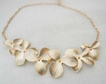 Triple flower bracelet. Flower bracelet. Bridesmaids bracelet. Bridal bracelet. Wedding bracelet