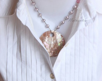 "Shell Pendant and Pearl Necklace ""Love Me Nature"""