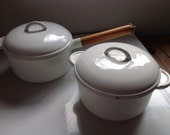Vintage white cast iron cooking pair casserole and saucepan - Onmykitchentable