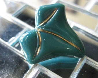 Ivy Leaf in Forest Green Czech Glass Button 25mm