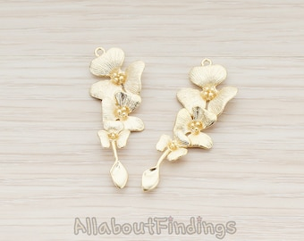 PDT377-MG // Matte Gold Plated Triple Flower with Tail Pendant, 2 Pc