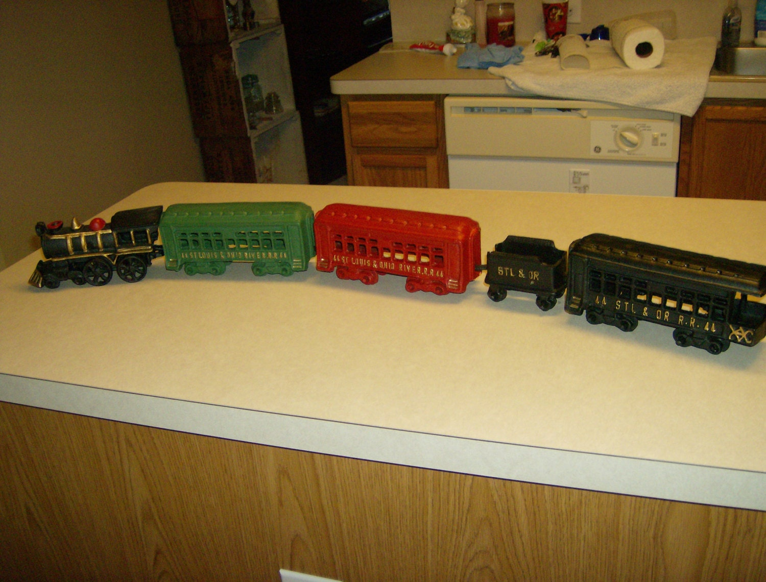 Nycrr Cast Iron Train: Cast Iron Train Set/ Excellent Condition/Nursery By