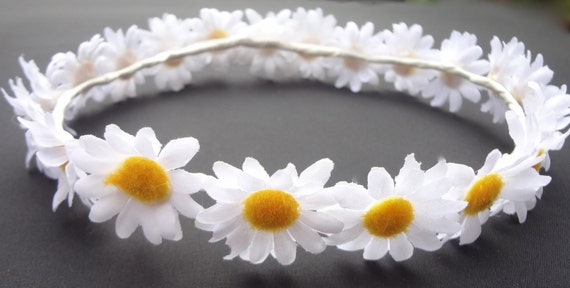 Mariana, Beautiful Handmade Flower Crown covered with silk daisies.