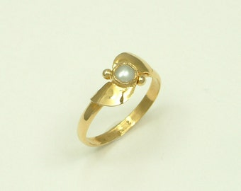 Gold 18k Handmade Ring with White Pearl (Χρυσό 18k Χειροποίητο Δαχτυλίδι με Λευκό Μαργαριτάρι)