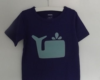 Purple t-shirt with light blue whale application, size 98-104