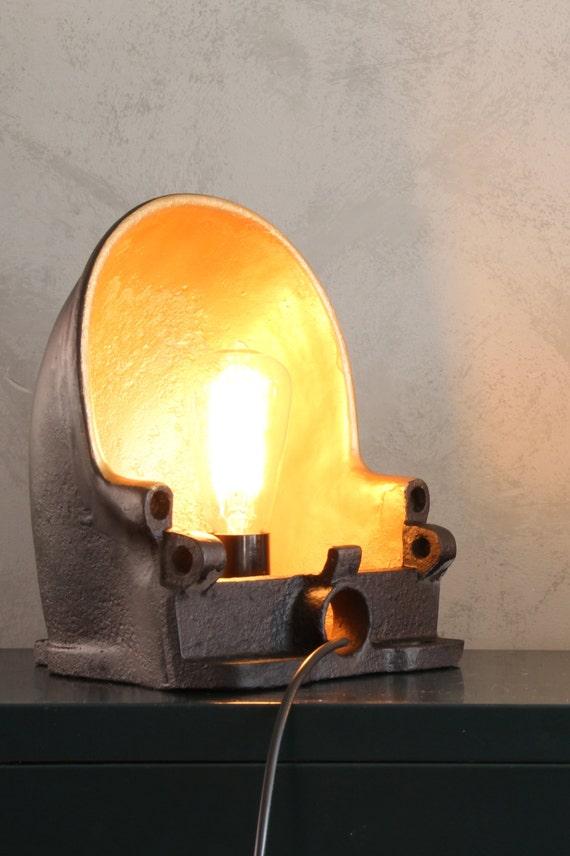 Industriele lamp gemaakt van een vintage friesche drinkbak en for Industriele staande lamp