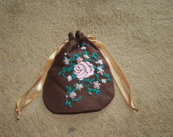 embroidered drawstring purse/ridicule