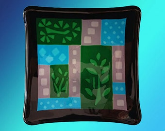 "Plate, 8"" square fused glass decorative, with solid black border and translucent center design"
