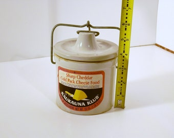 Kaukauna Klub charp chetter chease crock with lid