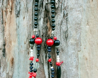 Colourful necklace made with black onyx and red coral