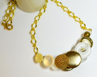 Reversible Button Necklace / 18 inches / Chain, White, Cream, Gold