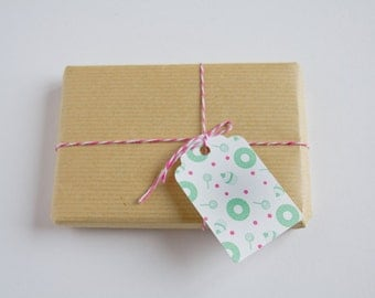 Gift tags - Die cuts tags - For Gift Embellishments and Party favors - Yummy design - Pink dots & mint green donuts, cupcakes and lollipops