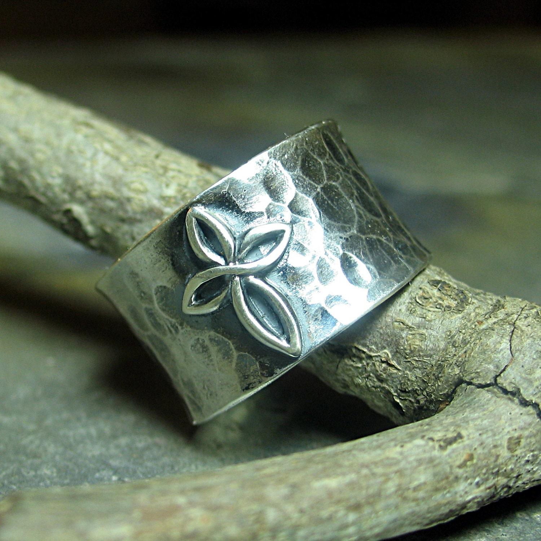 cross ring sterling silver wide band hammered christian. Black Bedroom Furniture Sets. Home Design Ideas