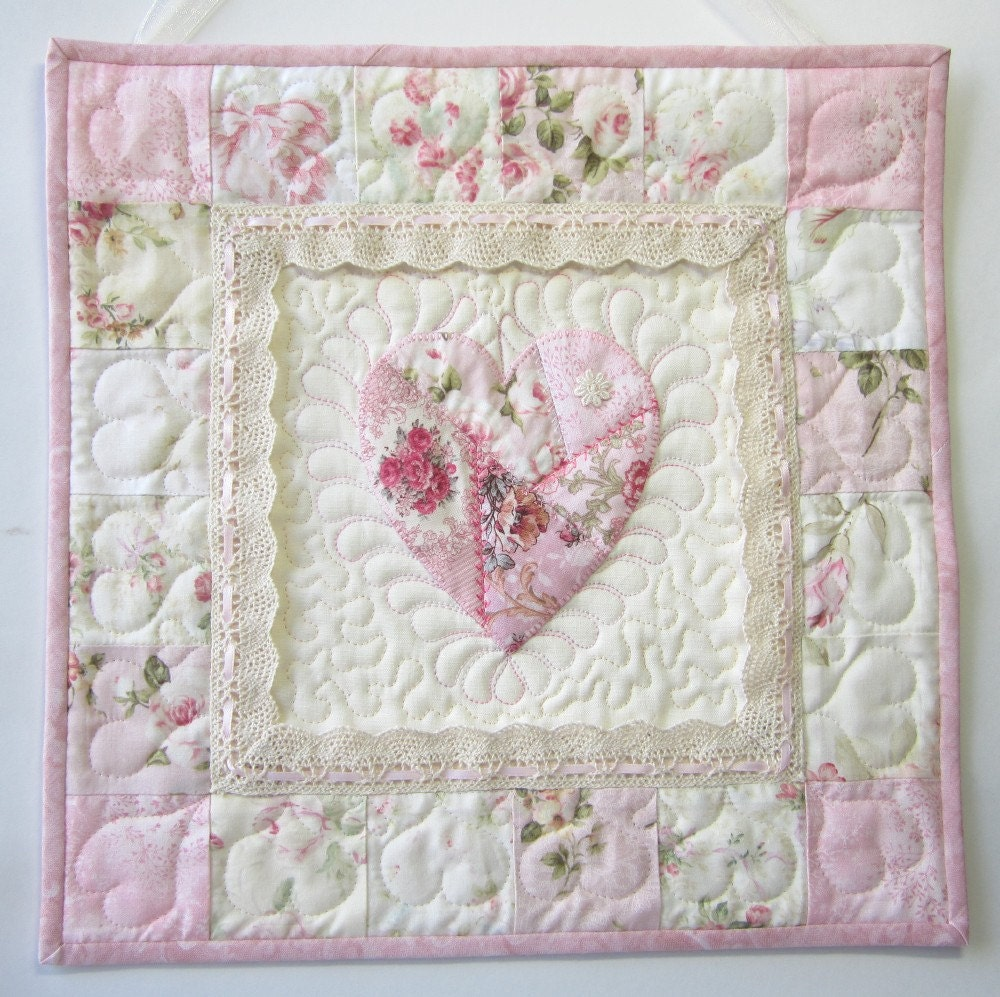shabby cottage chic wall quilt heart applique wall quilt. Black Bedroom Furniture Sets. Home Design Ideas
