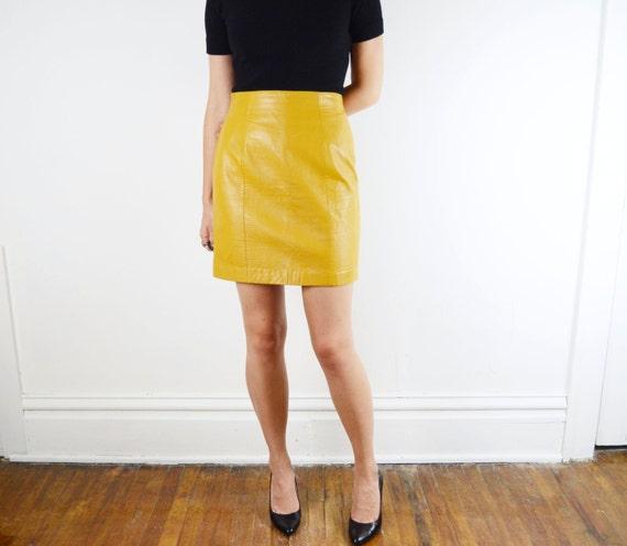mini jupe cuir jaune moutarde s m as est. Black Bedroom Furniture Sets. Home Design Ideas