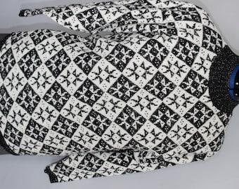 FREE SHIPPING Vintage 80s Snowflake Black and White Sweater Vintage Ladies Size large