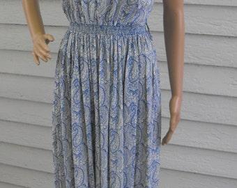 Paisley Print Dress White Blue Vintage 70s Smocked S