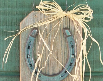 Lucky Horseshoe on Reclaimed Wood, Horseshoe Plaque, Rustic Home Decor, Farmhouse Decor, Horse Decor, Western Decor