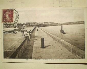 Audierne - 1932 - Vintage French Postcard - Entree du Port, prise de la Jetee