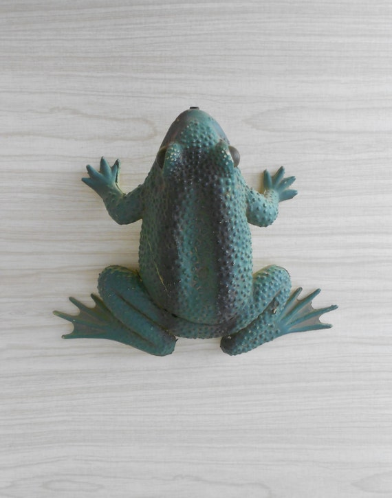 Large Motion Sensor Croaking Garden Frog    Toad Reptile