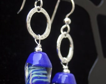 Handcrafted Encased Cobalt Turquoise Green Swirl Hammered Sterling Ring Lampworking Earrings