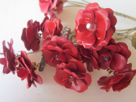 Red Metal Rose Bouquet With Stems