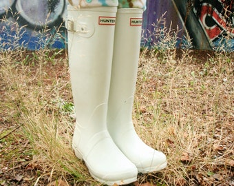 SLUGS Fleece Rain Boot Liners In Tan With A Damask Cuff, Spring Summer Fashion, Boot Cuffs, Tall Socks, Farm Style (Med/Lg 9-11 Boot)