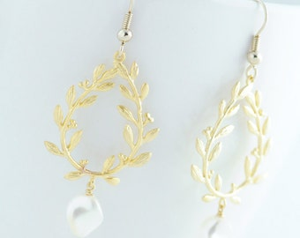 Gold Laurel Wreath Earrings. Gold Leaf Earrings. Wedding Earrings. Bridal Earrings. Bridesmaids Gift. Gift for Sister.