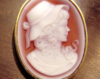 """14K Gold CARNELIAN CAMEO 15 Grams Girl Hat Ribbon Heavy Brooch Pin Pendant 1940s Custom Made Hand Carved Shell 1 1/2"""" Excellent Condition"""