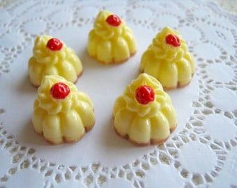 Cabochon Vanilla Pudding, Resin Miniature Sweets , 6 Piece Cabochon Mix  Kawaii set Cellphone Decoration, hair piece, school project