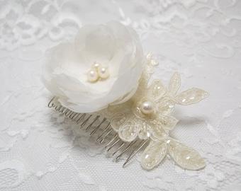Pearl flower bridal comb, Bridal hair accessories, Bridal comb, Ivory hair piece, Ivory lace comb, Lace bridal accessories