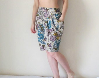 Super feminine knee length skirt in floral print, blue and cream, with big pockets and deep pleats, vintage fabric, one of a kind, for her.