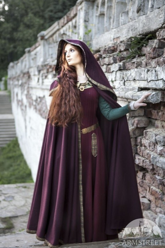"Medieval Wool Hooded Cloak ""Sansa"""